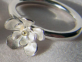 Single Flower Ring - With Gold Detail